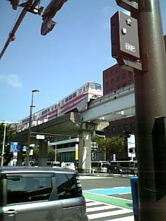 小倉モノレールと平和通り