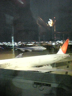 夜の福岡空港に