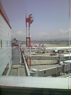 福岡空港第一ターミナル方向を