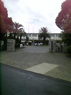 K高校の正門前から