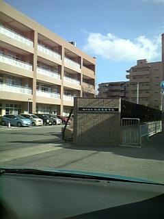 J高校の正門