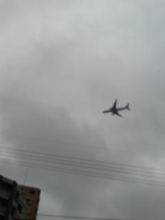 福岡空港に降りる飛行機が通りかかったので