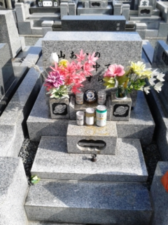 本日は祖父母の墓に…
